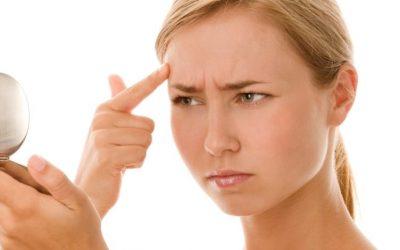 Curare l'acne con alimentazione e rimedi naturali