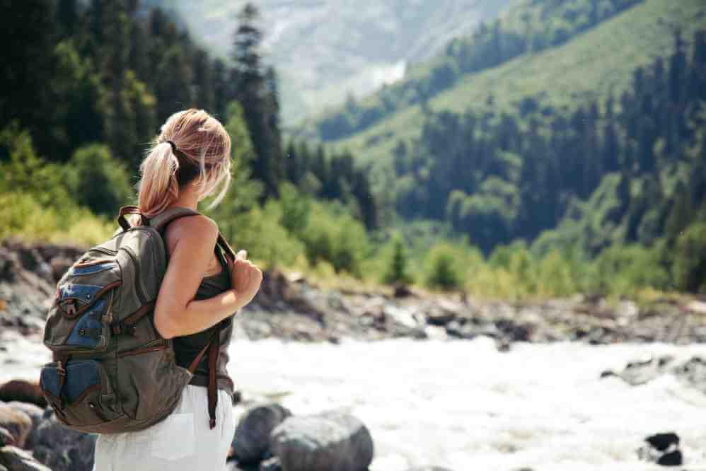 Camminare nella natura: benefici e nutrizione corretta